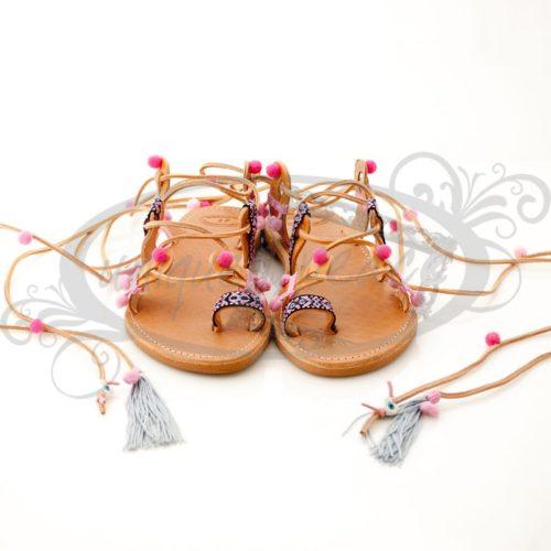 Χειροποίητα γυναικεία ΔΕΡΜΑΤΙΝΑ σανδάλια ΕΛΛΗΝΙΚΗΣ ΠΡΟΕΛΕΥΣΗΣ σε Boho style.